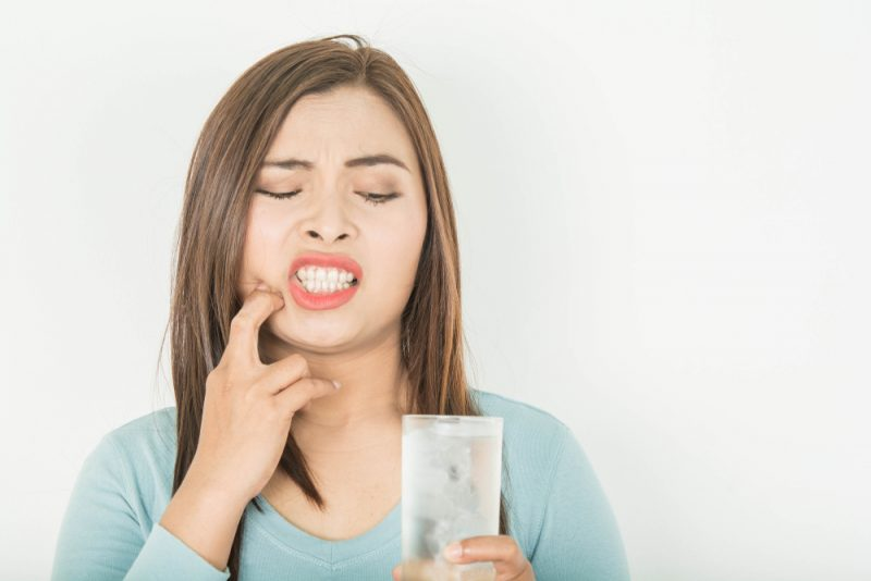 drinking cold water creates teeth sensitivity